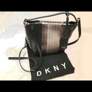 NWT DKNY pleated bucket bag
